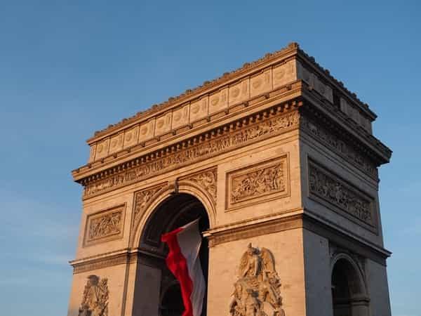 آموزش زبان فرانسوی و فرهنگ فرانسوی